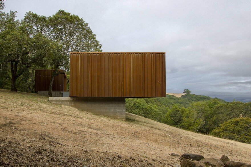 Sonoma weeHouse - Prefabricated House Consisting of Two Minimalist Open-Sided Boxes