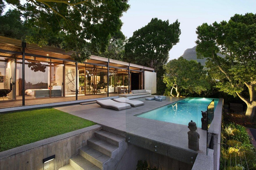 Cape Town House Encapsulating Panoramic City and Harbour Views 2