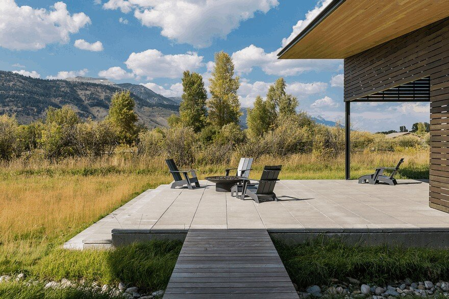 Contemporary Mountain Home in Wyoming Offering Comfort and Seclusion 1