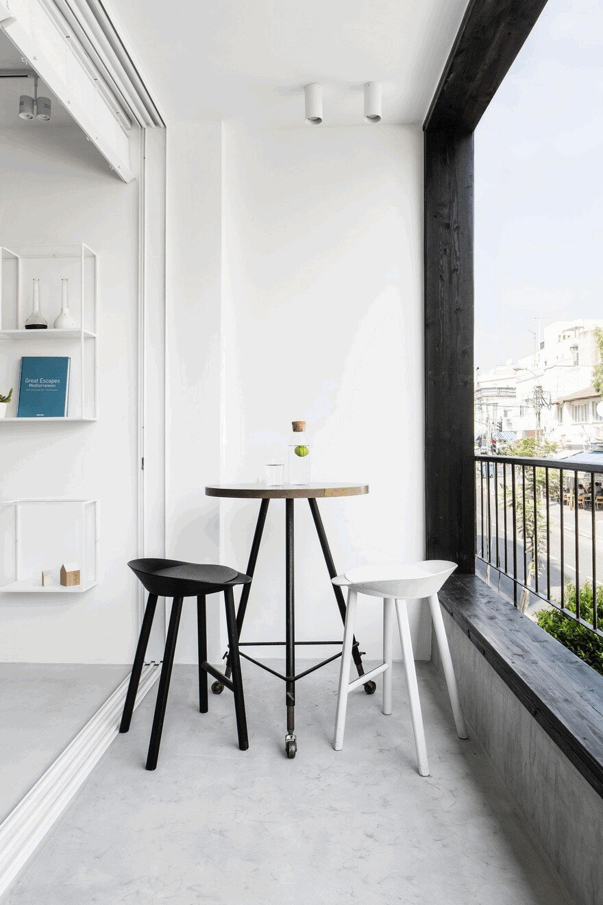 Minimalist Interior Showcased by Black & White Apartment in Tel Aviv 7