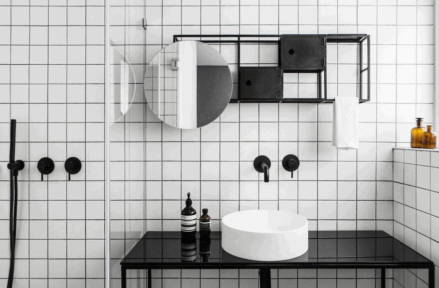 Minimalist Interior Showcased by Black & White Apartment in Tel Aviv 14