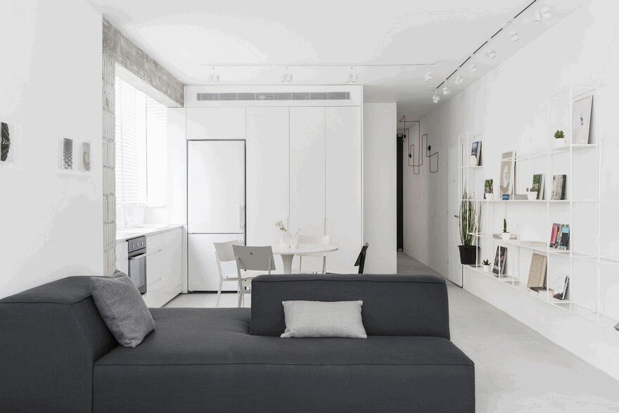 Minimalist Interior Showcased by Black & White Apartment in Tel Aviv 3