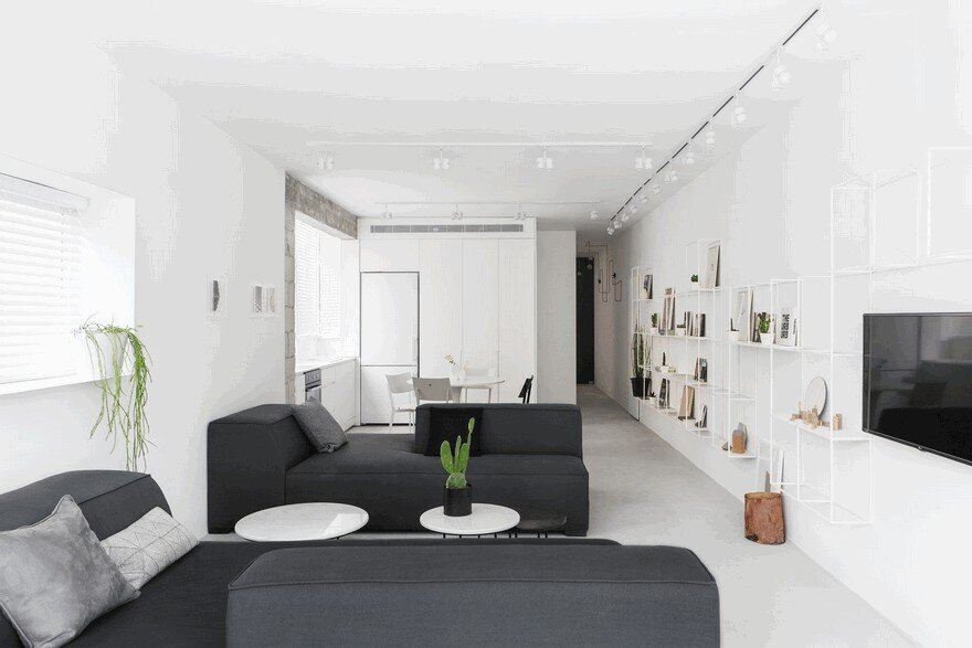 Minimalist Interior Showcased by Black & White Apartment in Tel Aviv 1