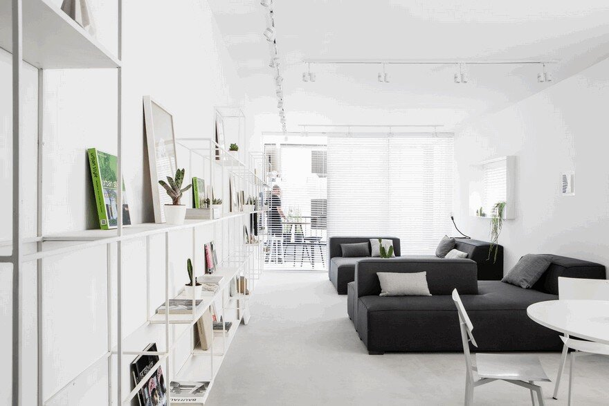 Minimalist Interior Showcased by Black & White Apartment in Tel Aviv 4