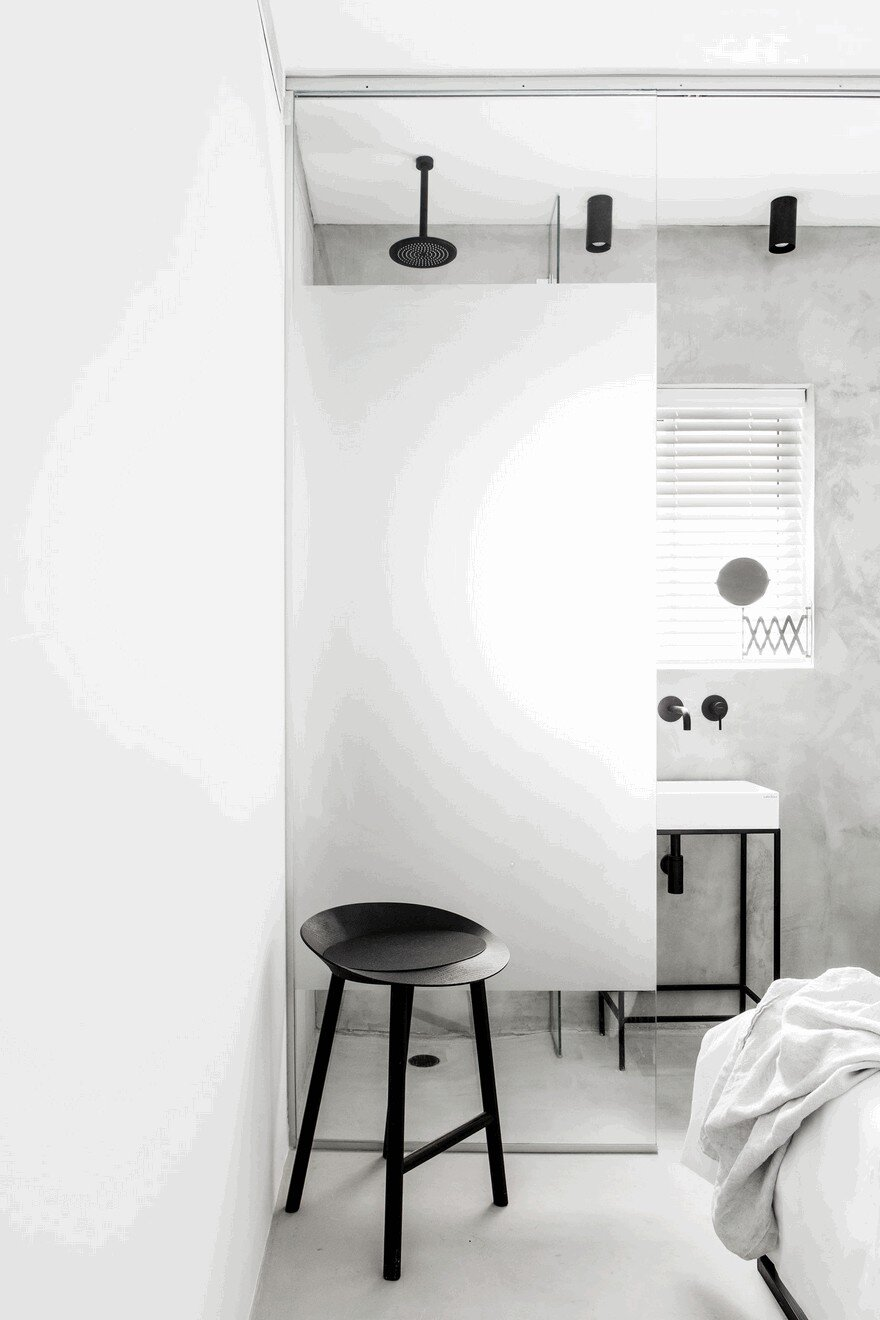 Minimalist Interior Showcased by Black & White Apartment in Tel Aviv 11