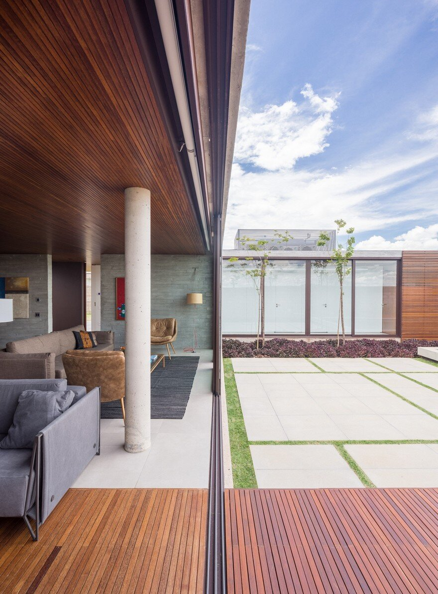 One Level Concrete House Providing Spaces for Leisure and Socializing 3