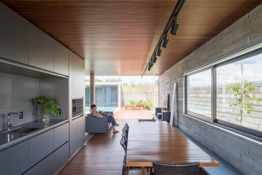 One Level Concrete House Providing Spaces for Leisure and Socializing 10