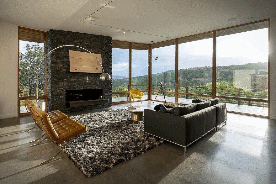 Red Hawk Residence Offering Striking Panoramic Views in Park City, Utah 7