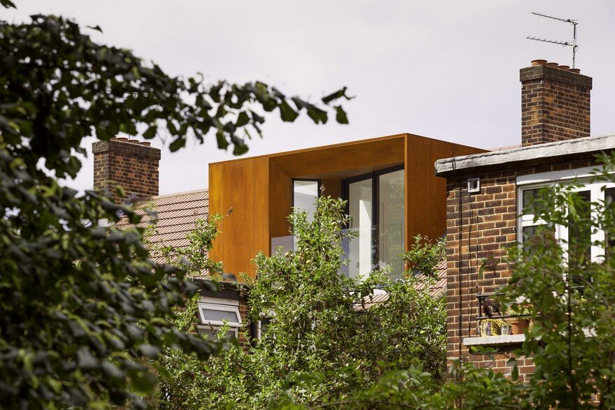 Striking Rooftop Addition to a Top Floor Flat in North East London