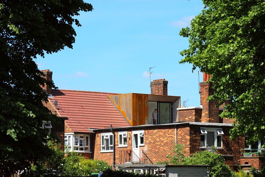 Striking Rooftop Addition to a Top Floor Flat in North East London 10