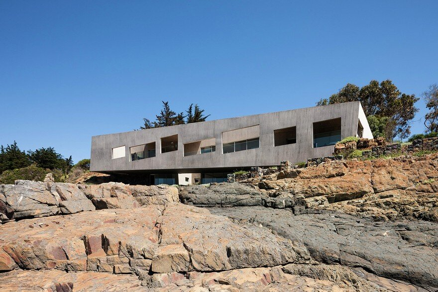 Concrete Chilean Residence Adorning a Steep Slope Bahia Azul House 17