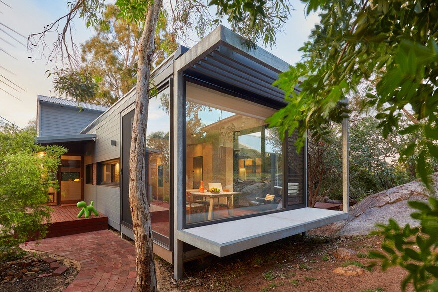 Off-the-Grid Glass Box House, Mark Aronson Architecture 4