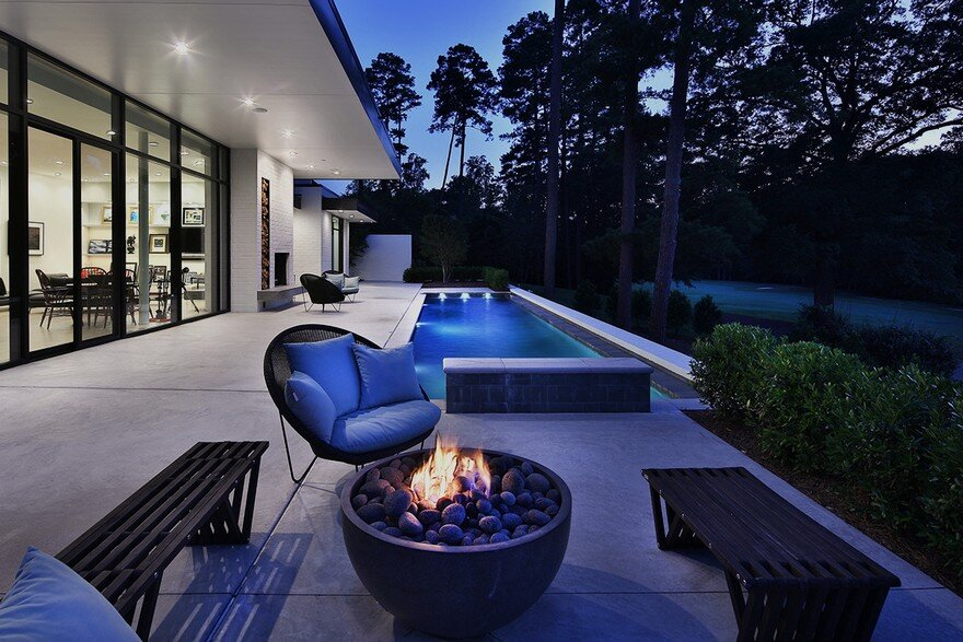 Durham House Offers a Stylish and Comfortable Indoor-Outdoor Lifestyle 17