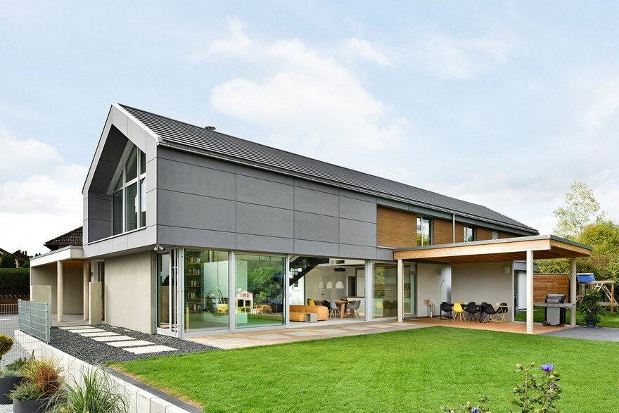 Modern Nurnberg House with Open Living Area, Fireplace and Glass Facade