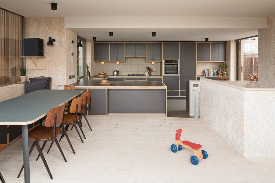 Roof Terrace Room Renovated and Extended by Fraher Architects in London 4