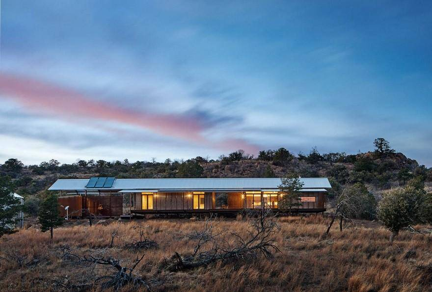 Off-the-Grid Porch House in West Texas 13