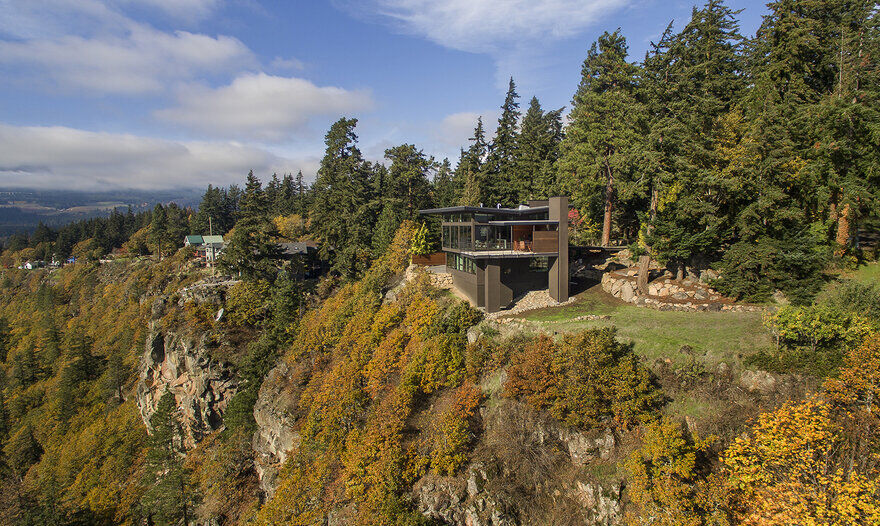 Modern Family Retreat in Washington Boasts Magnificent Views