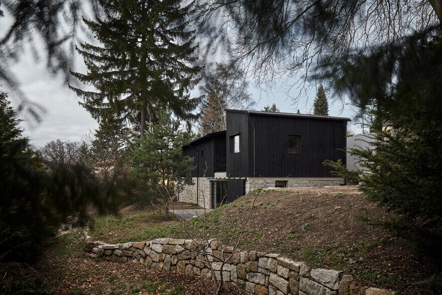 Nordic Esthetics with a Touch of Industrial Style / House Behind The Wall