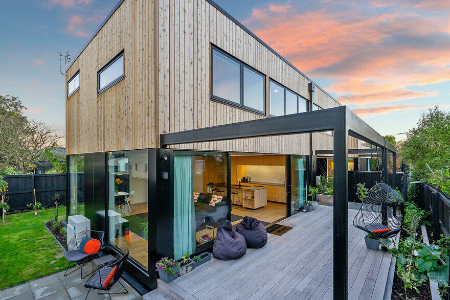 Timber Twin Units / Gary Todd Architecture