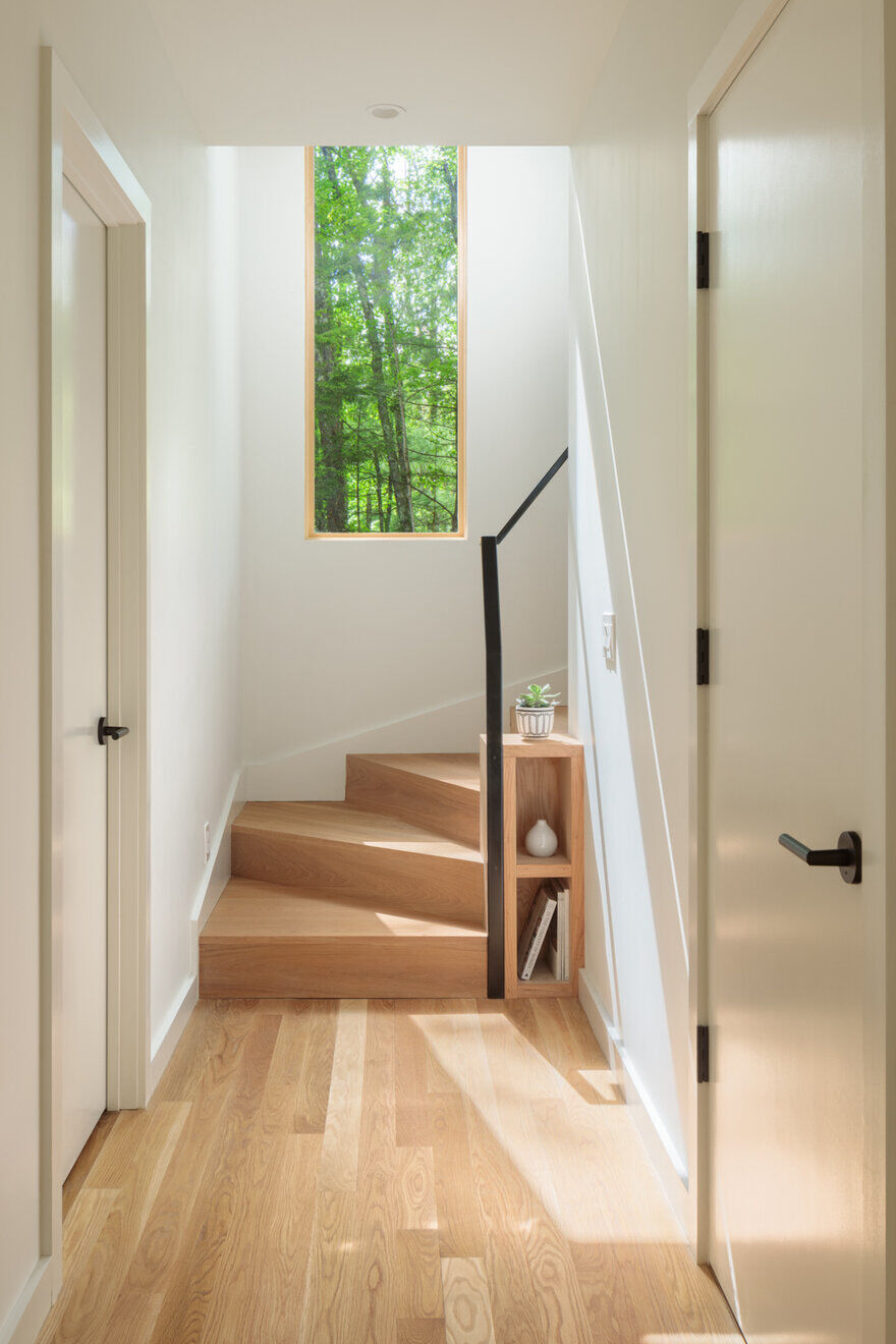 hall and staircase by Studio MM Architect