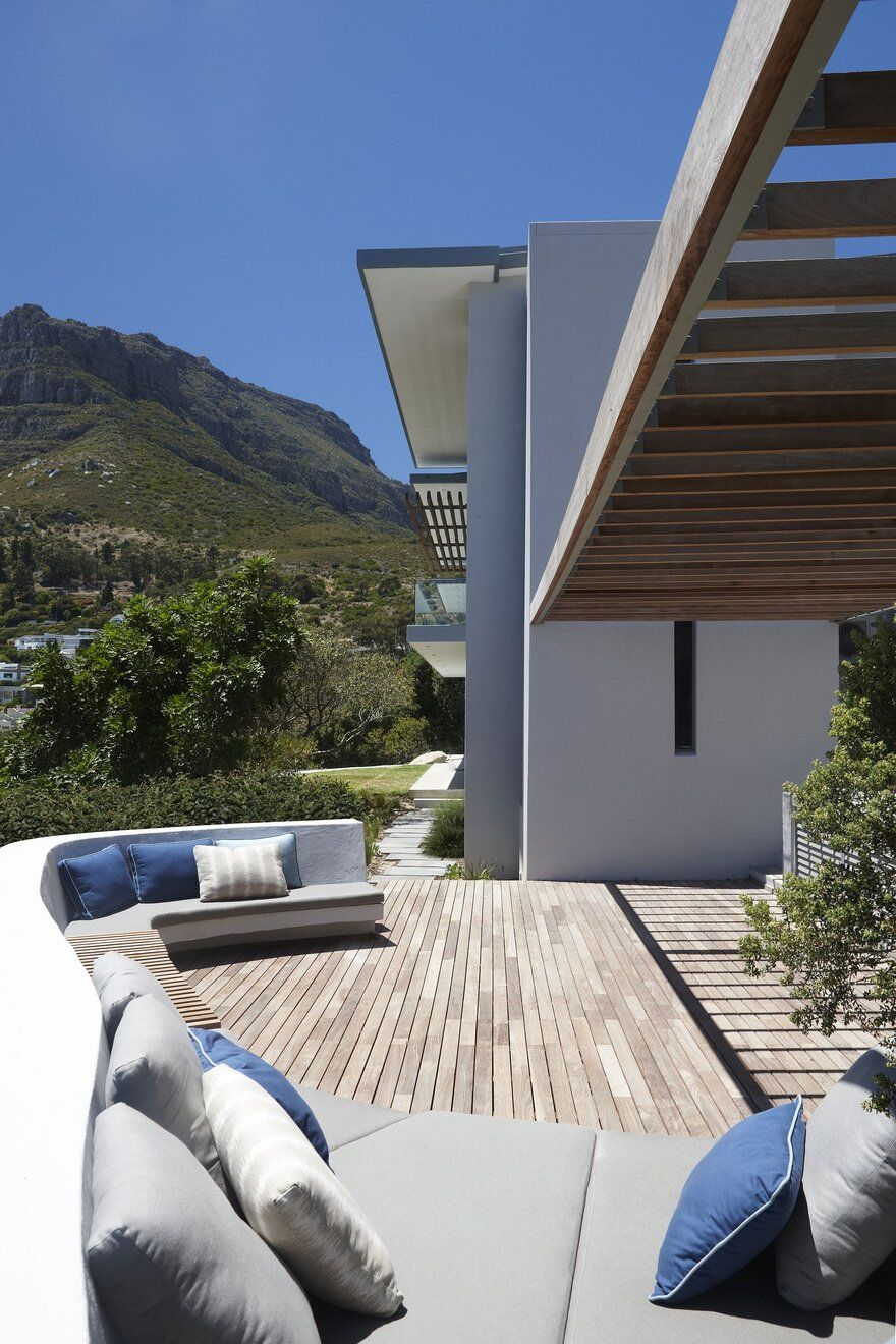 Luxurious South African House with Integrated Natural Feature