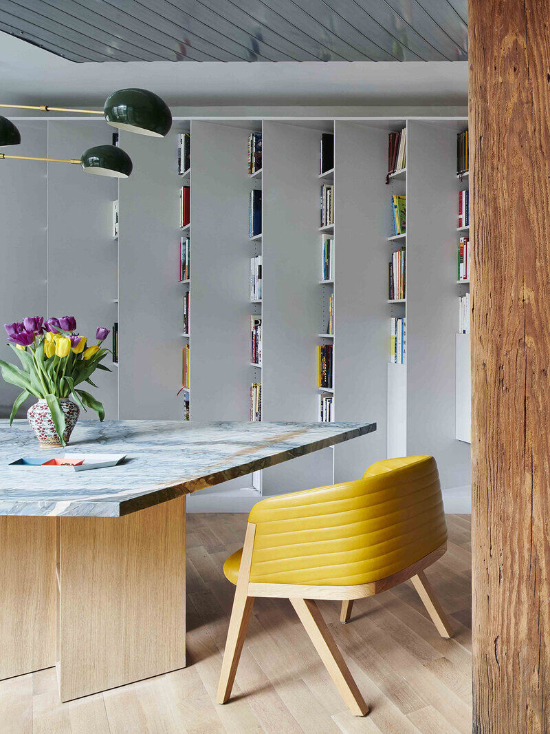 This Small Williamsburg Loft Elegantly Incorporates a Collection of 2,500 Books