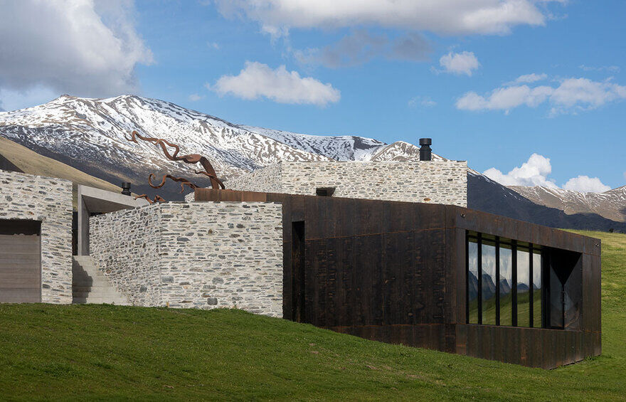 Arrowtown House by RTA Studio is Shaped by Its Environment