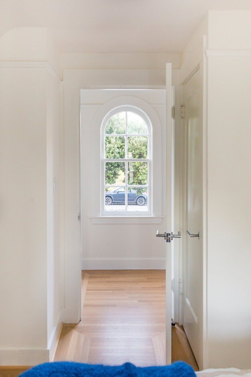 Arched double-hung window / Regan Baker Design