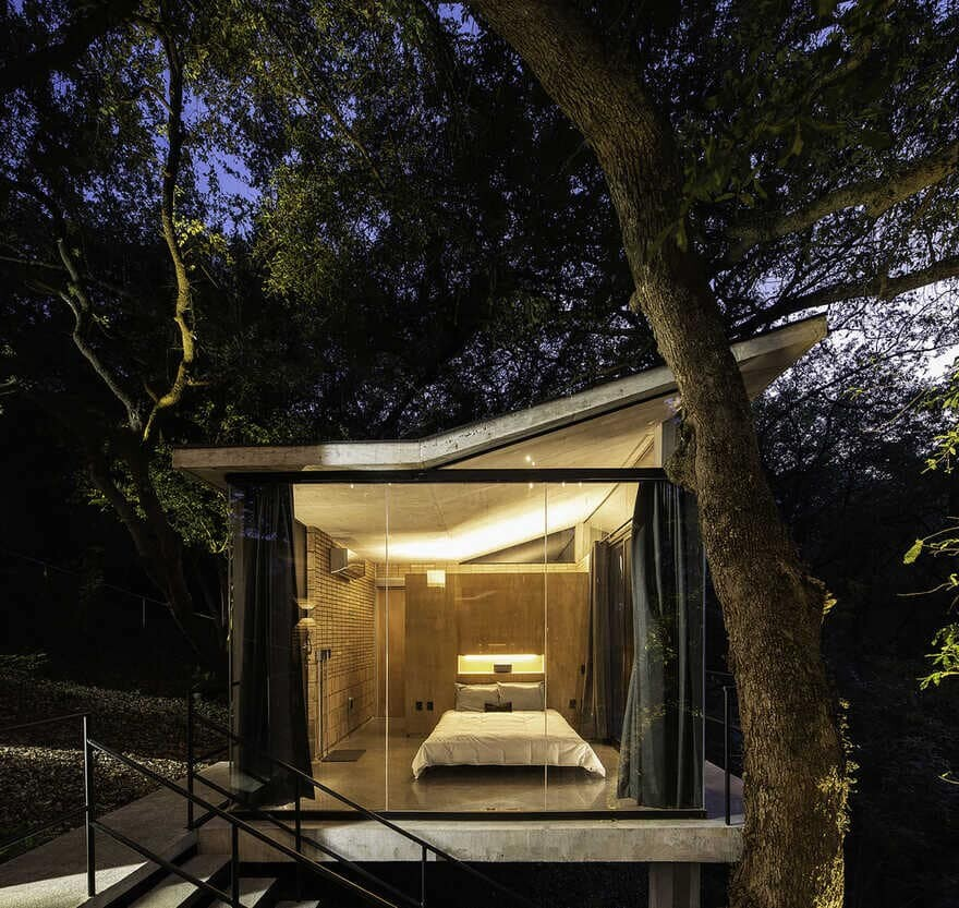 Small Pavilions Connected by External Walkways, bedroom
