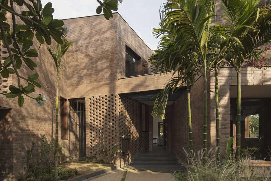Bangalore Brick House / Collective Project