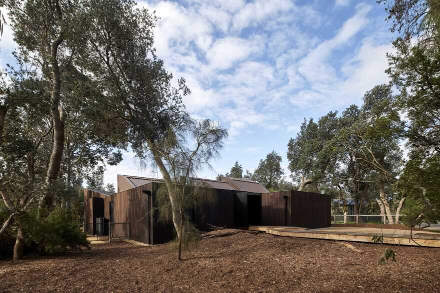 Casa X by Branch Studio Architects is Configured in Three Interconnected Pavilions