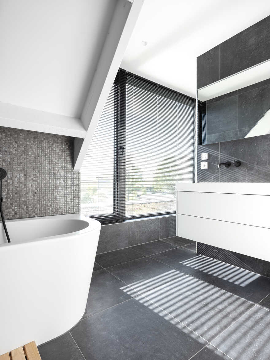 bathroom / Arjen Reas Architecten
