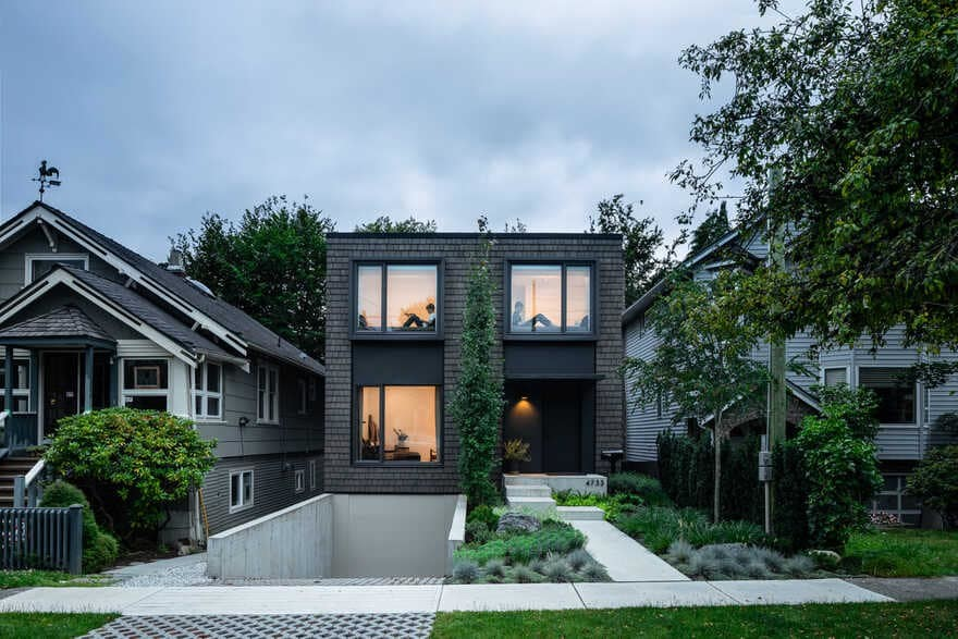 House With Two Bay Windows / D'Arcy Jones Architecture