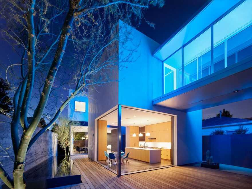 Spectral Bridge House / EYRC Architects