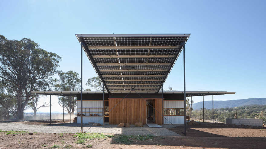 Akubra Off-Grid House / Alexander Symes Architect