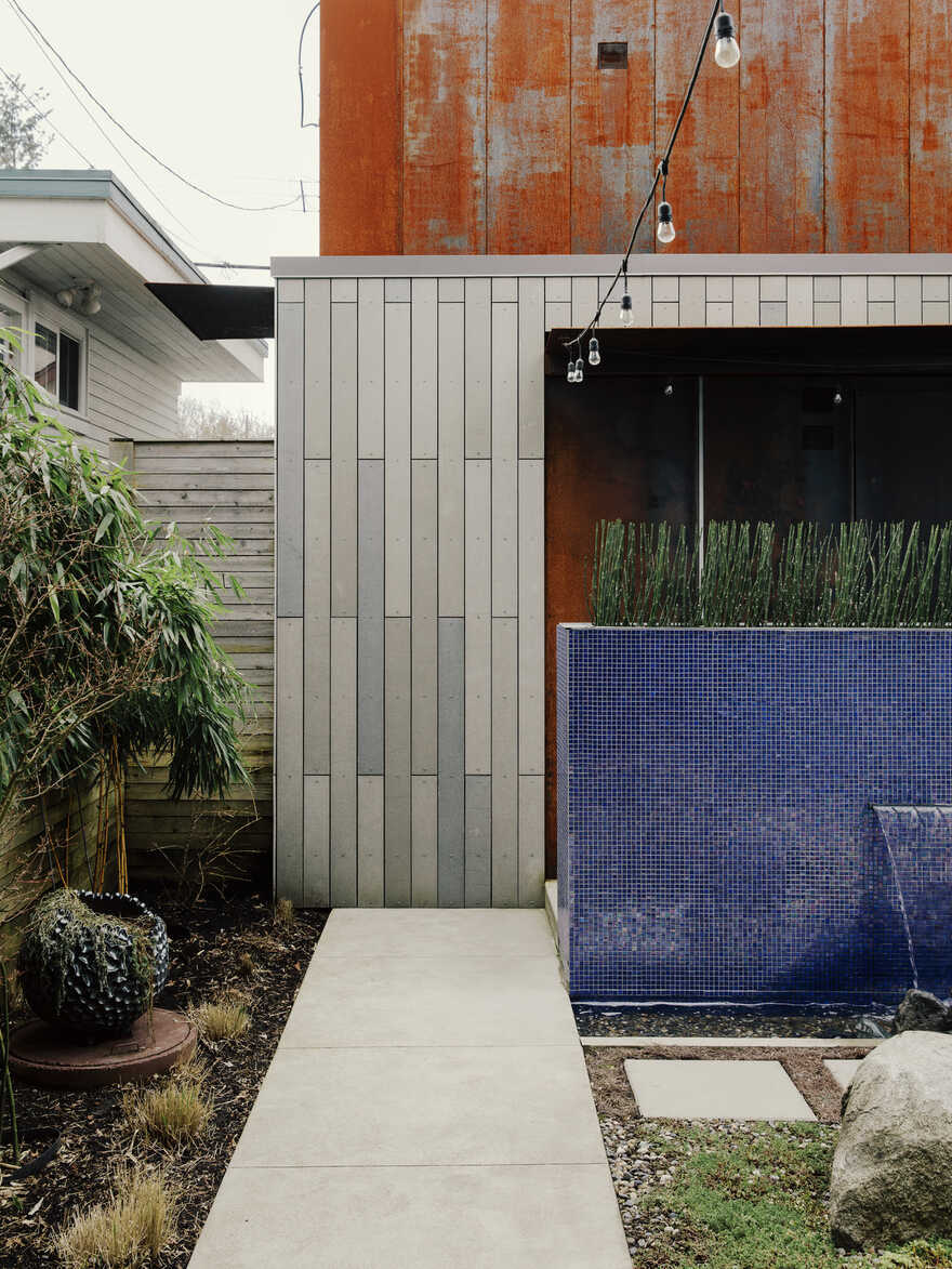 CLT Courtyard House / DPo Architecture