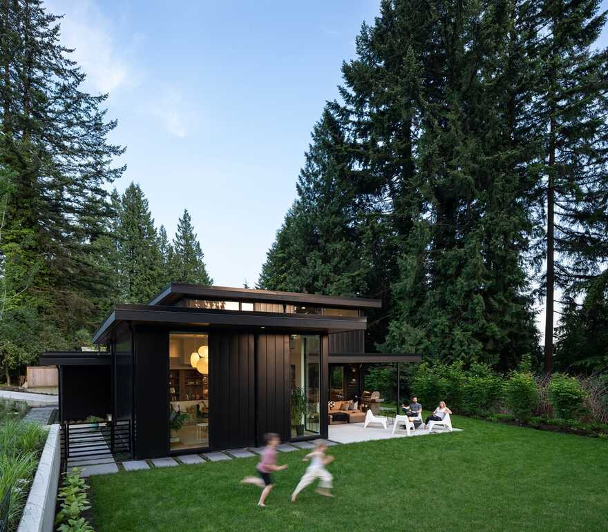 Edgemont Family Home Completely Clad in Black Metal