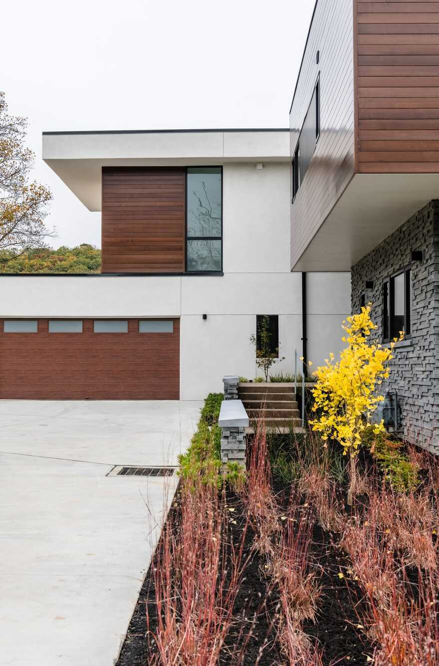 Murrysville House: Light-Filled Alternative to a Traditional Suburban Residence
