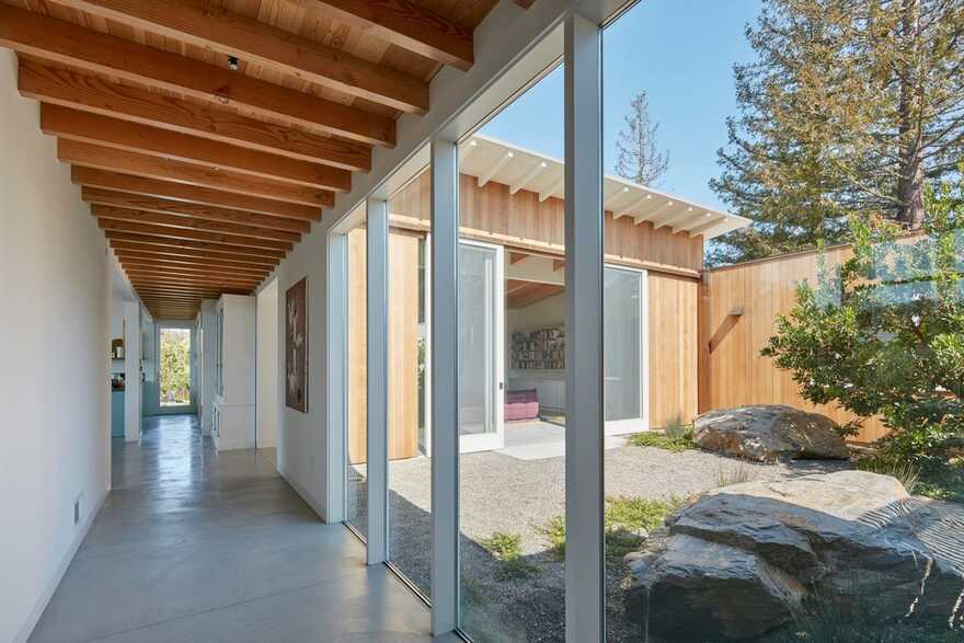 Malcolm Davis Architecture Designs A Sustainable, Modern-Day California Ranch House