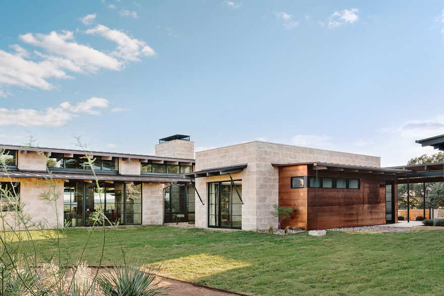 Marble Falls Modern Ranch / J Christopher Architecture