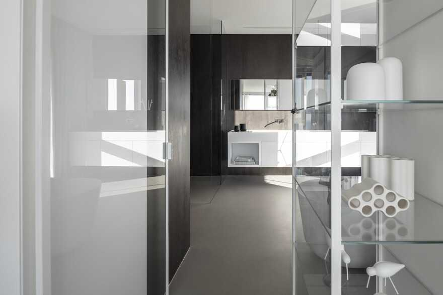 bathroom, Tel Aviv / Raz Melamed Architect