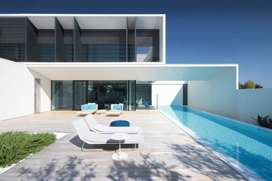 The Sile House in the Beach Town of Jesolo Lido, Italy / JM Architecture