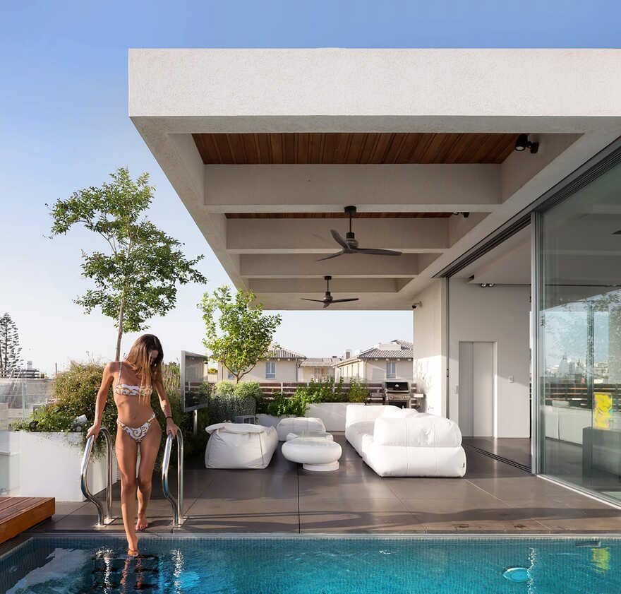terrace and pool / DOMB Architects