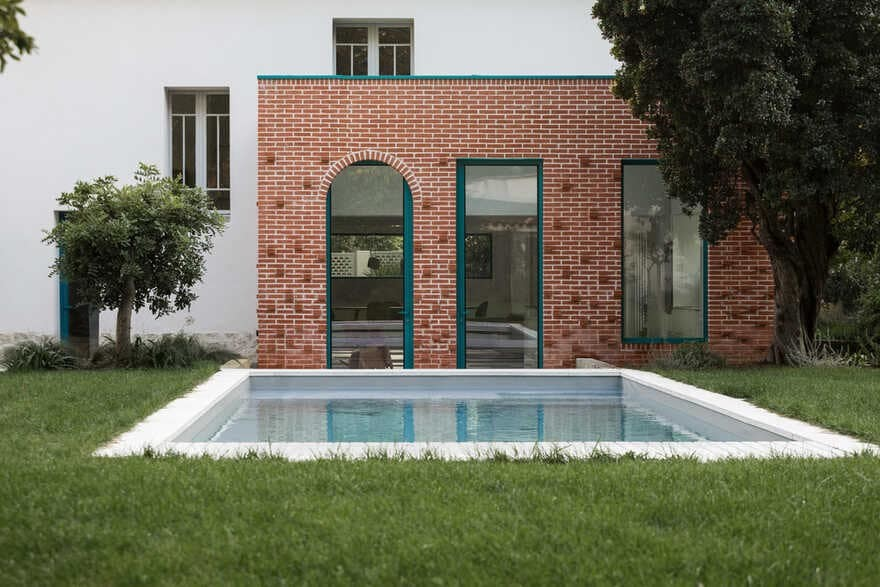 MON House & Brick Extension / (ma!ca) architecture