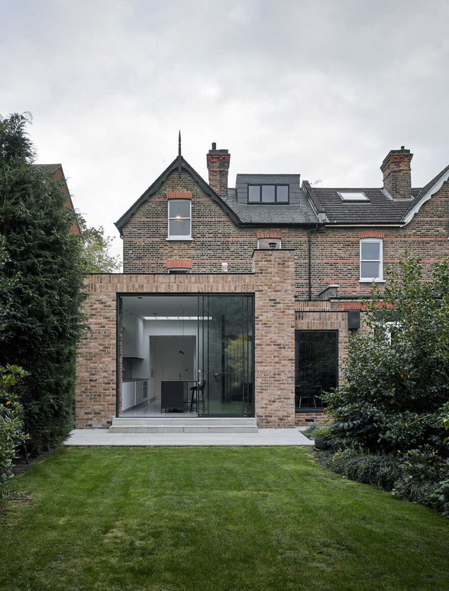 Kings Hall House, London / Daykin Marshall Studio