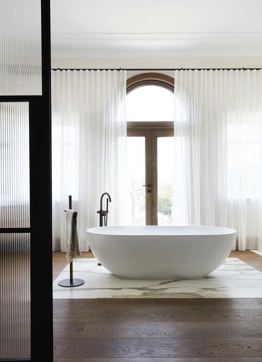 bathroom by Luigi Rosselli Architects