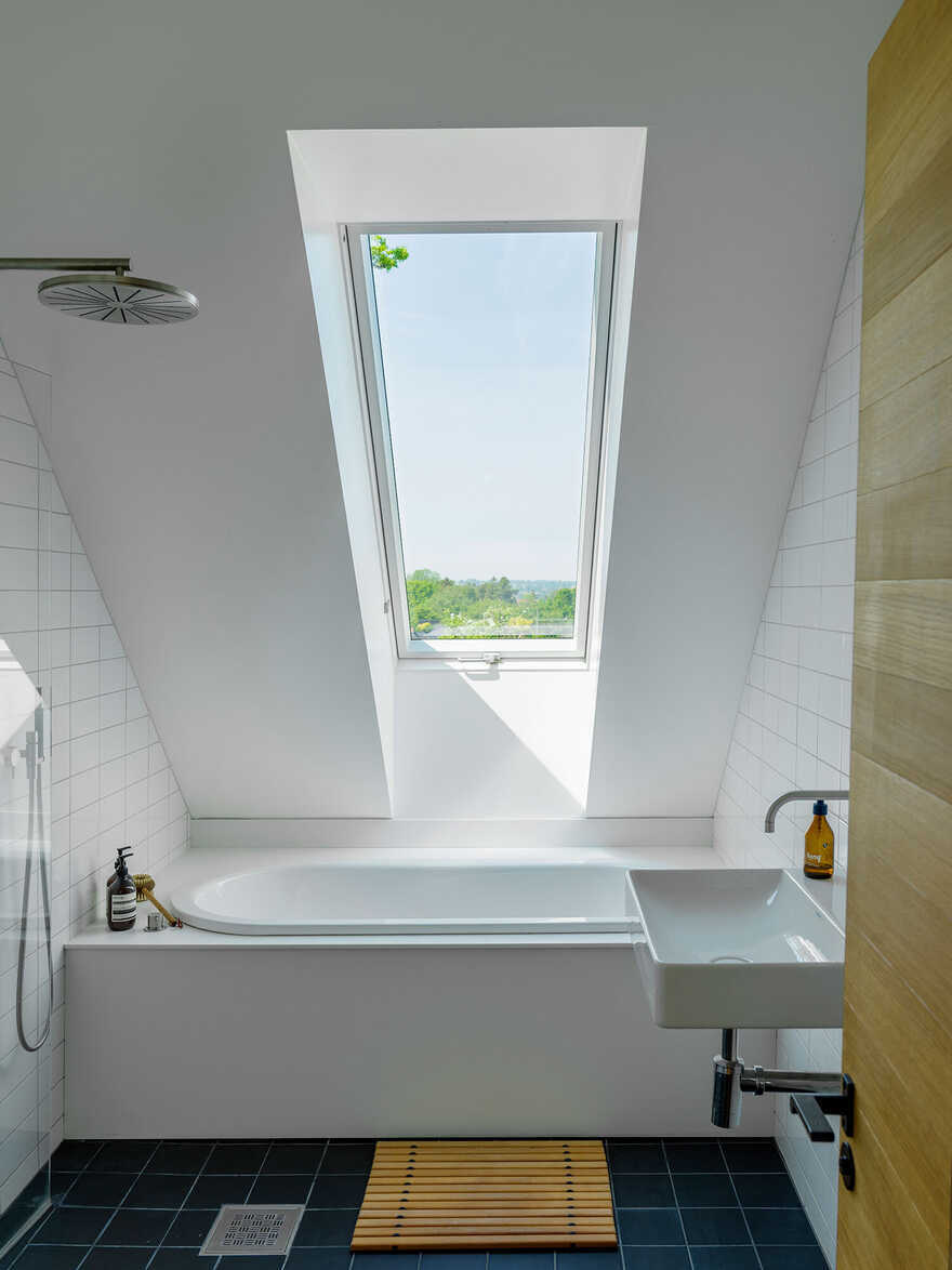 bathroom / Dive Architects