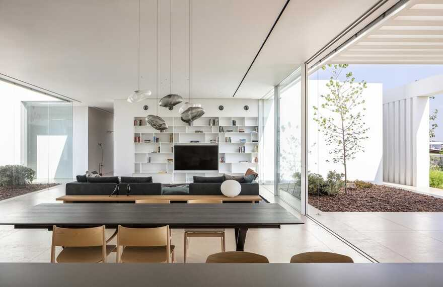 """K House Designed like a """"Cube"""" by Blatman Cohen Architecture & Design"""