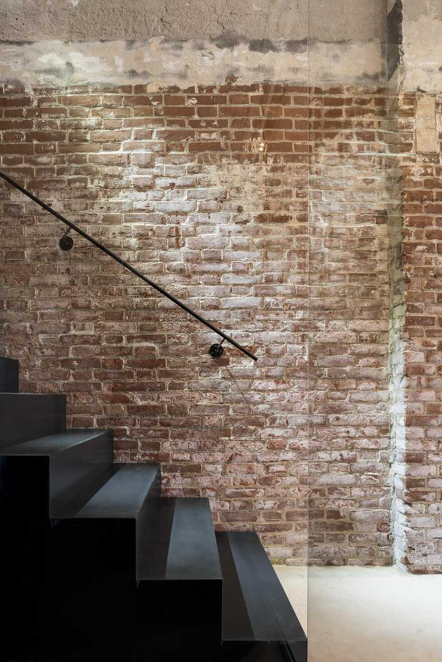Converted Warehouse, Rotterdam / Firm Architects