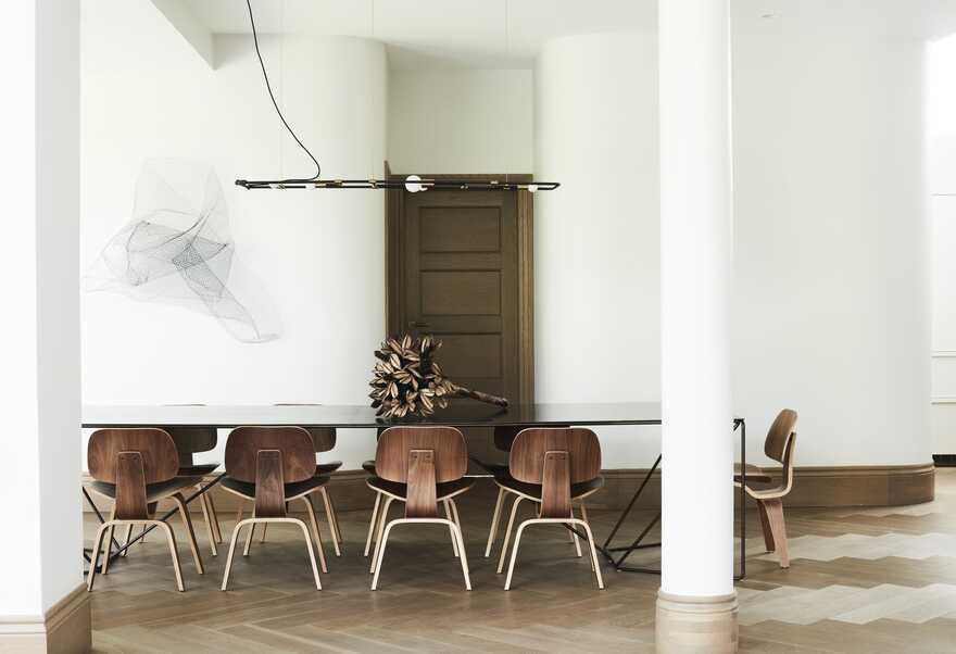 dining room by Luigi Rosselli Architects
